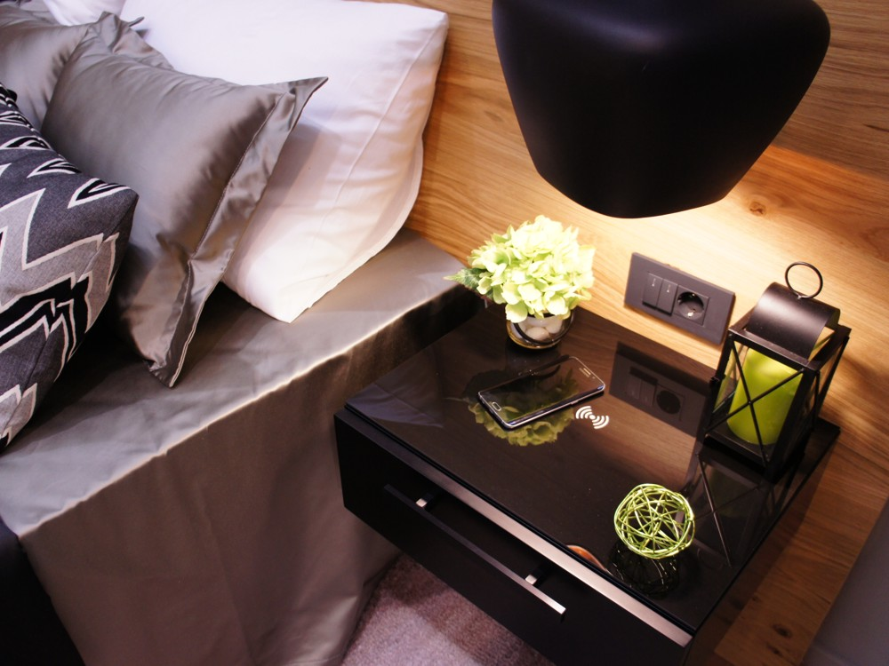bedside table with integrated Qi1001 - Stilles.si