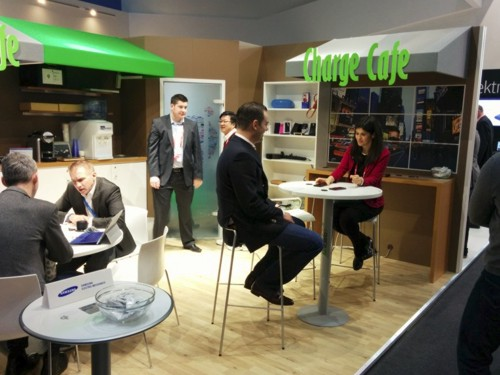 Spain: See WIRELESS phone-charging furniture at WMC 2015